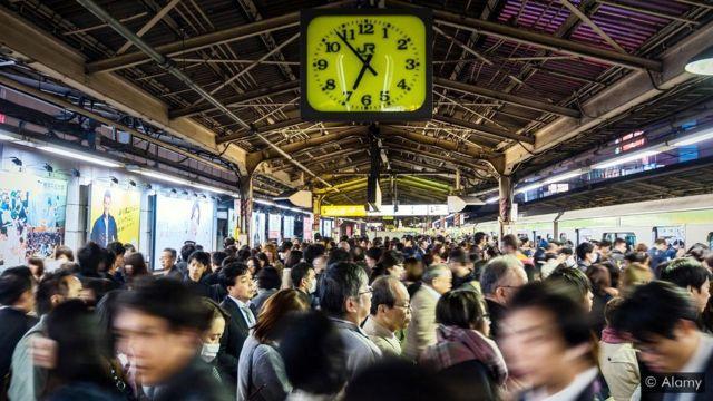 Estação de trem lotada
