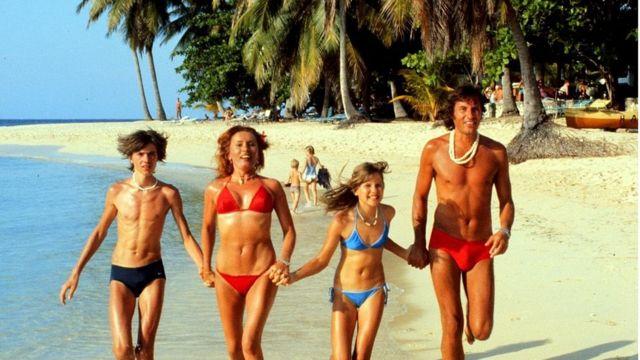 Fotografía de los años 70,s de una familia veraneando en Jamaica