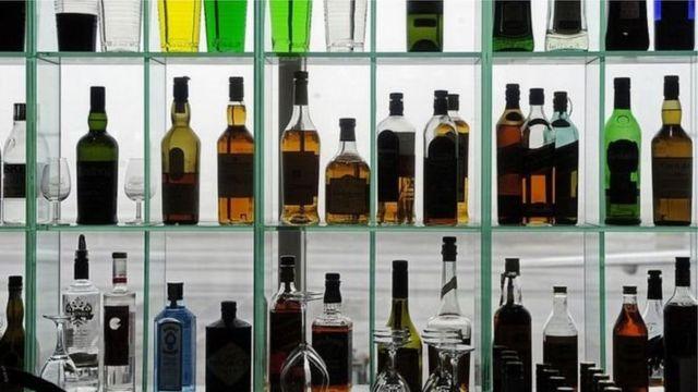 Пляшки з алкоголем