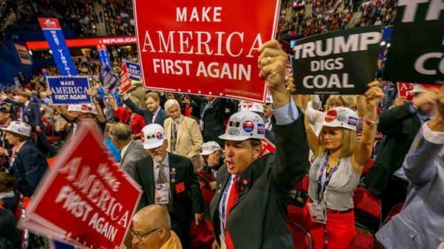 """""""Америка прежде всего"""" - лозунг кампании Трампа"""