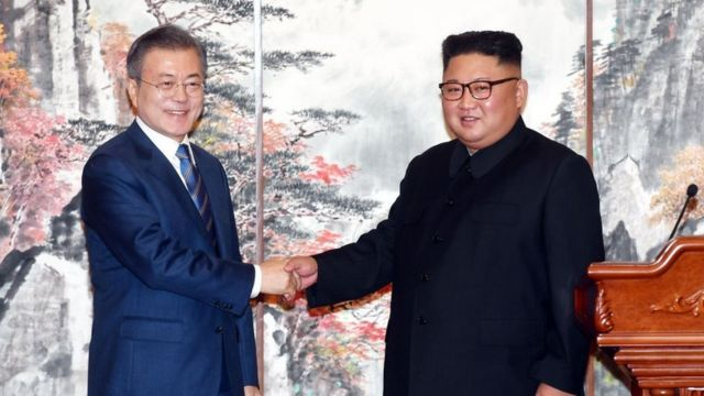 South Korean President Moon Jae-in (L) shakes hands with North Korean leader Kim Jong Un (R) during a joint press conference at Paekhwawon State Guesthouse on September 19, 2018 in Pyongyang, North Korea.