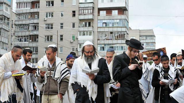 """Не хочемо їх тут бачити"""". Як місцеві не пропускали хасидів в Умані - BBC  News Україна"""