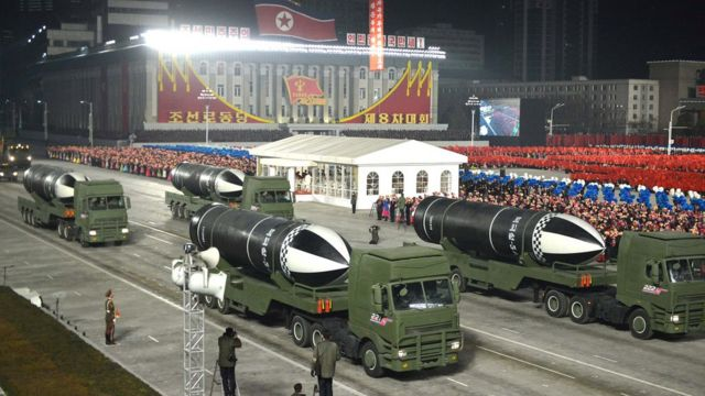 الصواريخ أثناء العرض العسكري