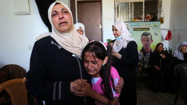 Gazze'de hava saldırıları nedeniyle yüzlerce kişi yaşamını yitirdi.