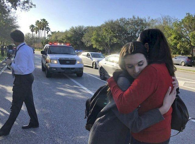 அமெரிக்கா: பள்ளிக்கூடத்தில் நடைபெற்ற துப்பாக்கிச்சூட்டில் 17 பேர் பலி