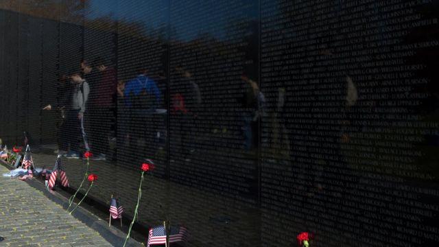 Edificio conmemorativo a los veteranos de Vietnam en Washington DC, Estados Unidos.