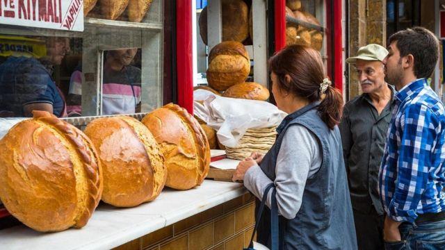 """الجذور التاريخية لعادة """"الخبز المعلق"""" في تركيا"""