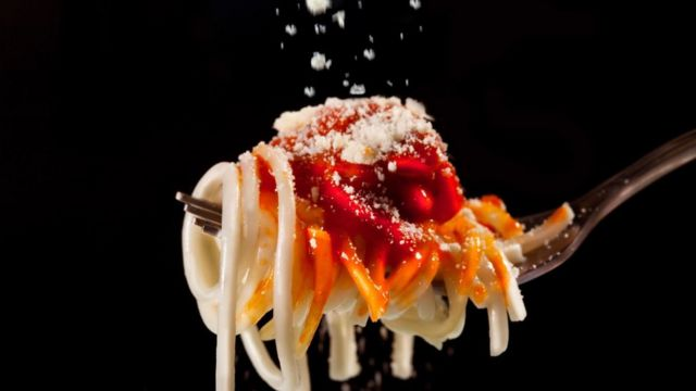 Pasta con salsa de tomate y queso