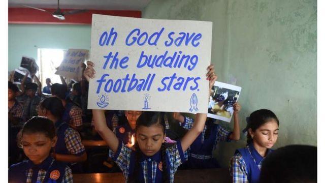 О спасении детей молились люди во всем мире. На фото школа в Индии