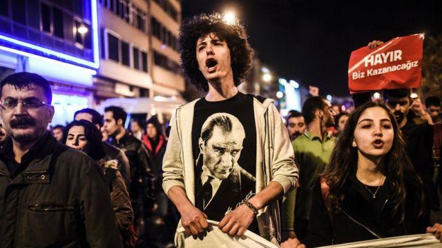 Referandum sonucunu protesto gösterileri