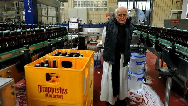 Manastırın masrafları, dua eşliğinde demlenen dünyaca ünlü Trappist birasının geliri ile karşılanıyor.