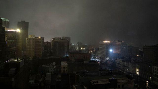 La ciudad de Nueva Orleans sin electricidad