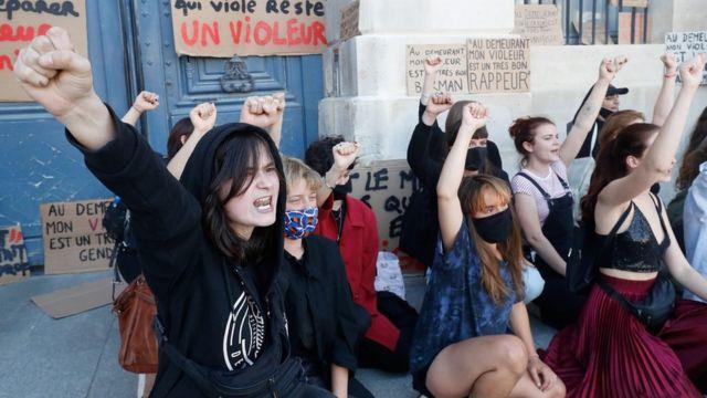 """Акция в Париже против """"феминицида"""""""