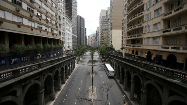 Região central de Porto Alegre vazia em meio ao aumento de casos de covid