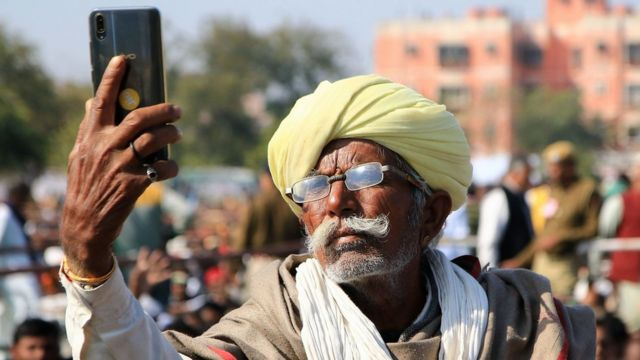 中国制造的手机在印度十分受欢迎。