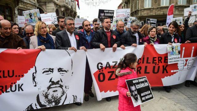 Tünel, gazetecilerin 100 adım gösterisi, 9 Nisan 2017