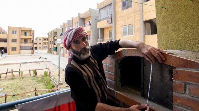محمد الأمين، سوري يبني فرنا تقليديا في مصر كمشروع لكسب العيش