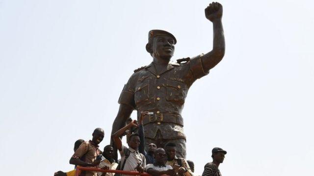 La statue de Thomas Sankara n'en finit pas de susciter des réactions sur les réseaux sociaux.