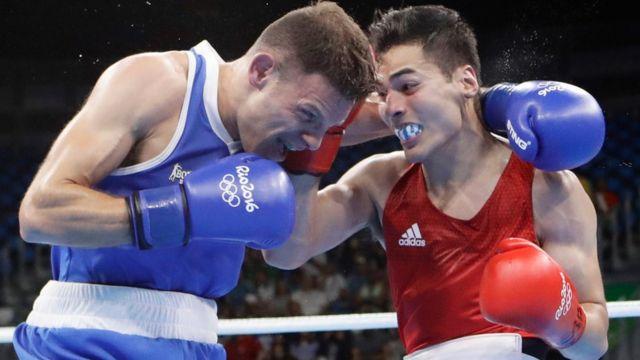Lindolfo Delgado en su pelea de Río.