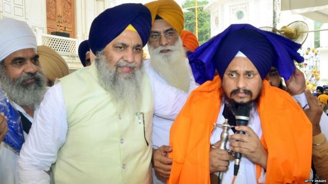 SGPC president Gobind Singh Longowal presents a turban to Akal Takht acting jathedar Giani Harpreet Sing