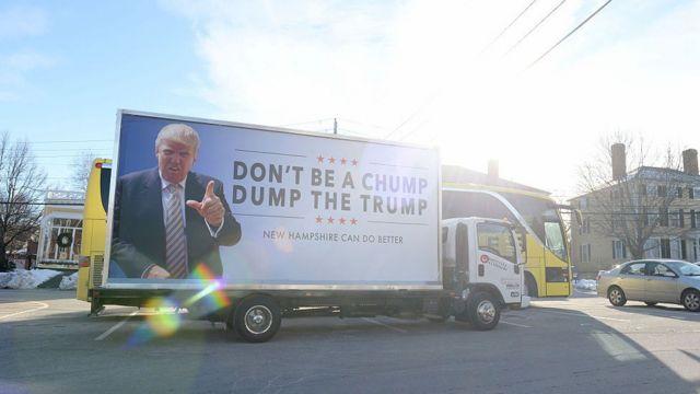 """Cartel en un camión que dice """"No seas tonto, deshazte de Trump"""" en Nueva Hampshire."""