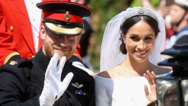 L'actrice américaine Meghan Markle, divorcée et née d'une afro-américaine, entre dans la famille royale britannique, en devenant l'épouse du Prince Harry le samedi.