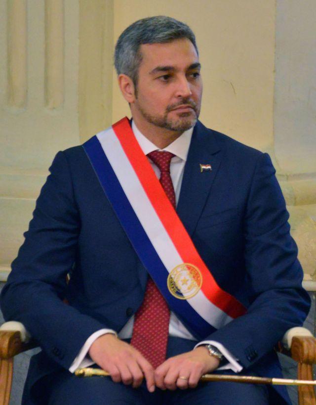 Mario Abdo durante su investidura