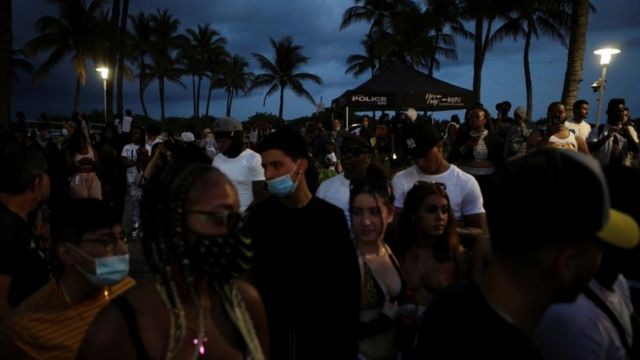 Multitud en Miami Beach.