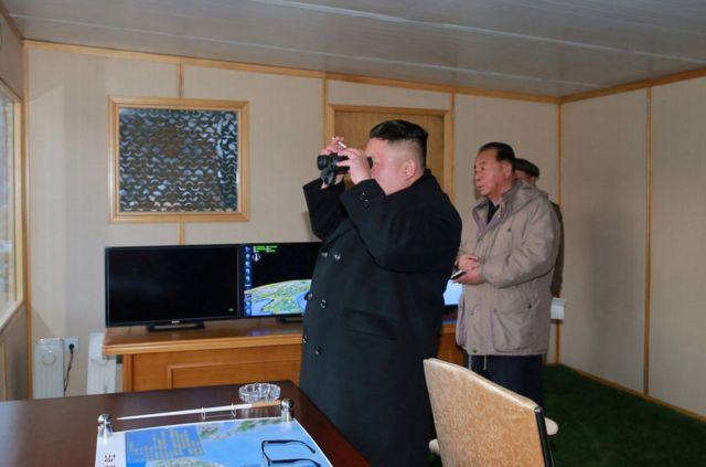 朝中社说,朝鲜最高领导人金正恩现场观摩导弹发射,并批准在部队实战部署该导弹。