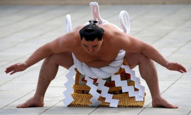 今年の正月に東京・明治神宮で土俵入りを披露する日馬富士