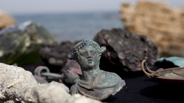 Escultura de bronze encontrada no mar