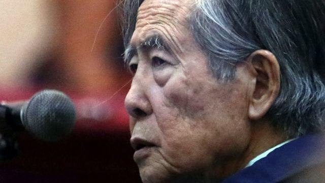 El expresidente de Perú Alberto Fujimori asiste a juicio como testigo en la base naval del Callao, Perú 15 de marzo de 2018