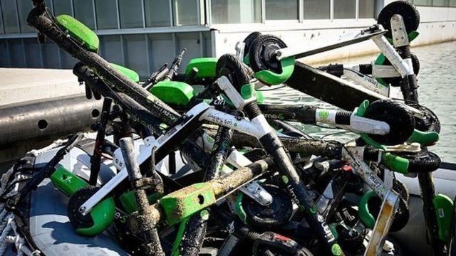 Во Франции запрещено бросать скутеры где попало