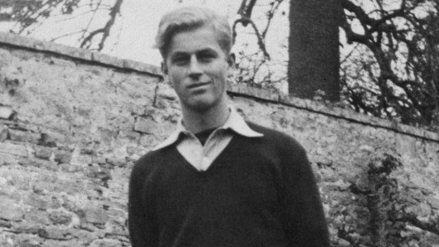 Uma foto rara do príncipe Philip em Gordonstoun aos 16 anos