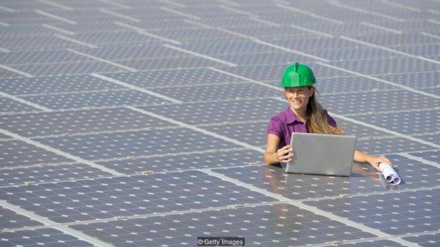 Các dạng năng lượng không gây ô nhiễm như năng lượng mặt trời có thể thay thế các dạng đốt nhiên liệu hóa thạch - nếu có ý chí được để thực hiện thay đổi