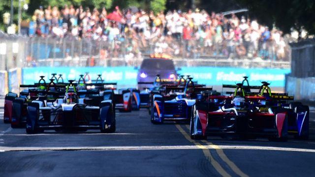 Formula E merupakan balap mobil elektrik.