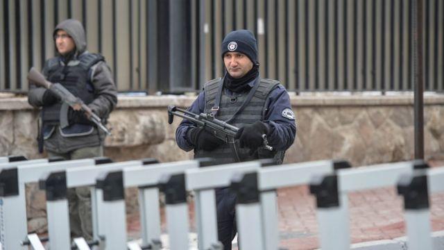 Охрана у посольства России в Турции