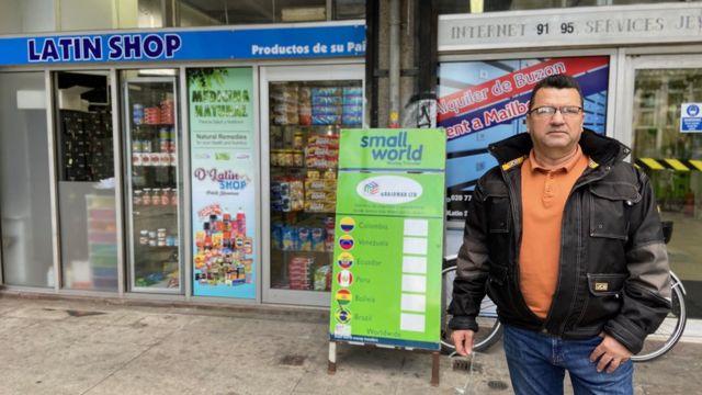 Hernán López frente a Tiendas del Sur