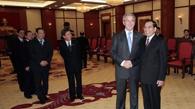 Tổng thống Bush gặp Tổng Bí thư Nông Đức Mạnh hôm 17/11/2006 ở Hà Nội