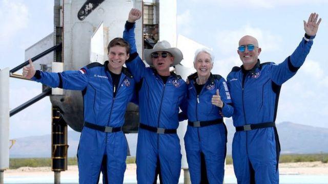 Bezos e a equipe Blue Origin