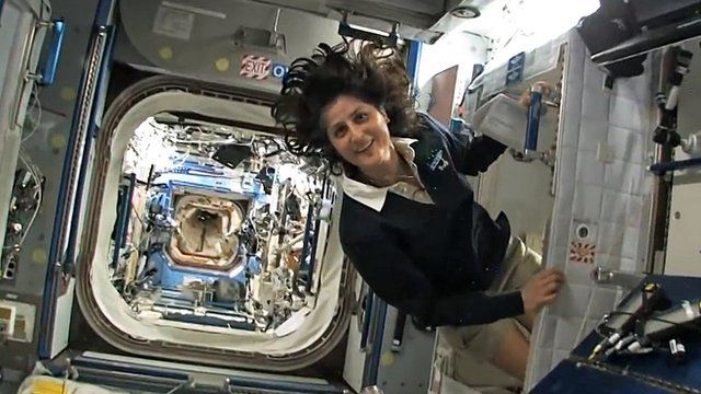 do astronauts in the space station experience gravity - photo #25