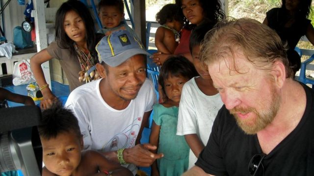 Daniel Everett com índios pirahã