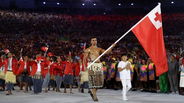 O atleta Pita Nikolas Aufatofua durante cerimônia de abertura