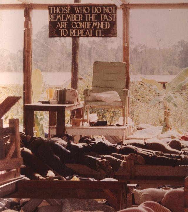 1978年圭亚那琼斯镇邪教集体自杀事件,900多名信徒服毒自杀