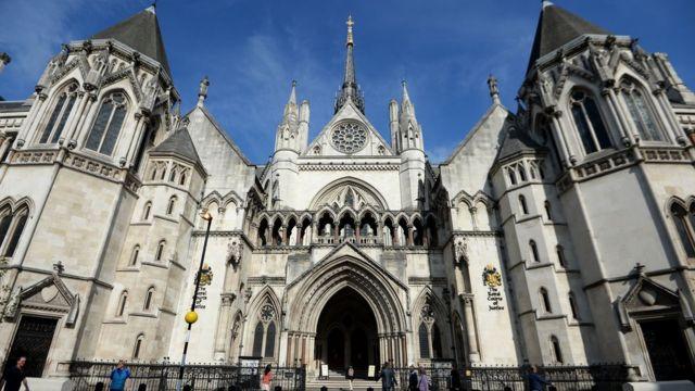 Неоготика Высокого суда Лондона - достойная декорация для семейной драмы