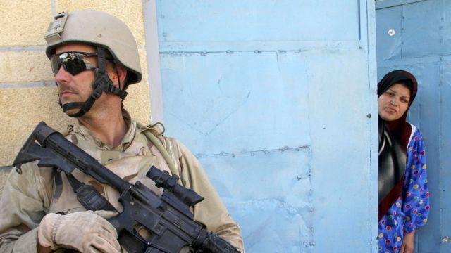 حمله آمریکا به عراق در سال ۲۰۰۳ میلادی و اشغال کامل این کشور، از جمله موضوعاتی است که در مطالب مربوط به جنگ ایران بارها به آن اشاره میشود