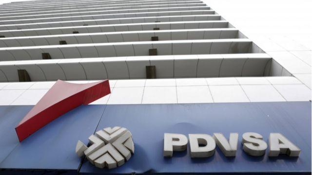 Edificio con el lego de PDVSA.