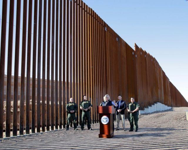 Autoridades de EE.UU. en la frontera