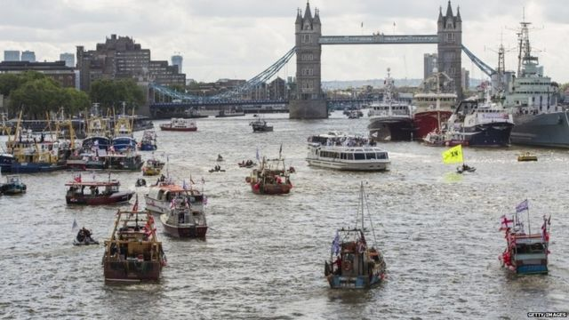 国民投票に向けてテムズ川で水上の「戦い」