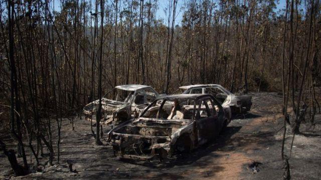 Autos quemados en Valparaíso.